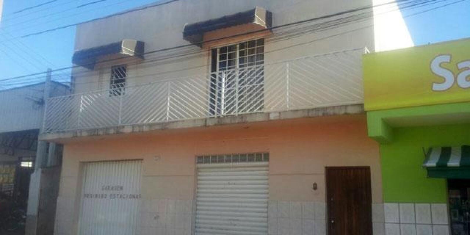 Casa e Área Comercia na Rua Félix Fagundes em Avaré SP - Foto 1 de 1