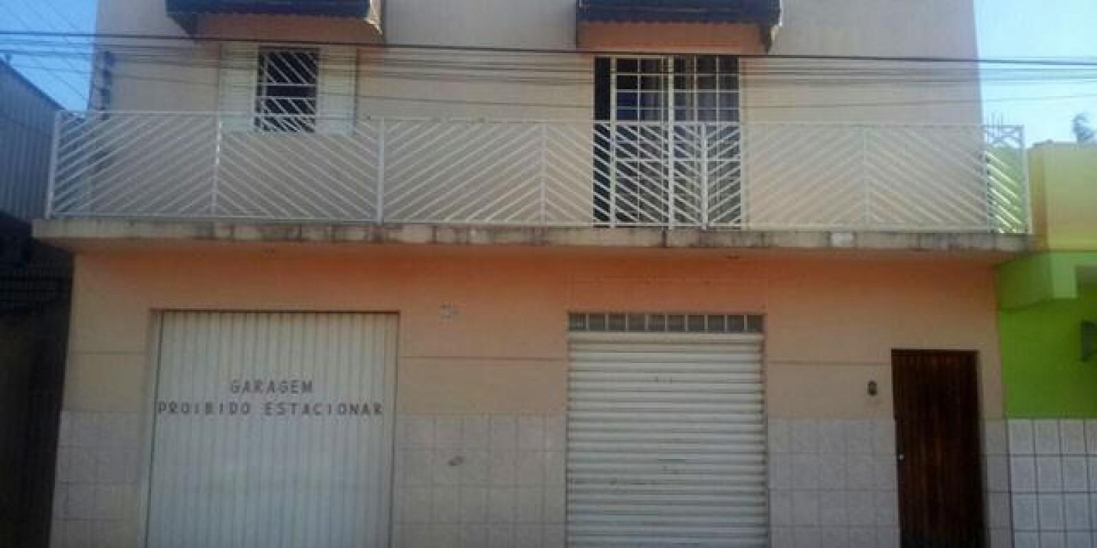 Casa e Área Comercia na Rua Félix Fagundes em Avaré SP