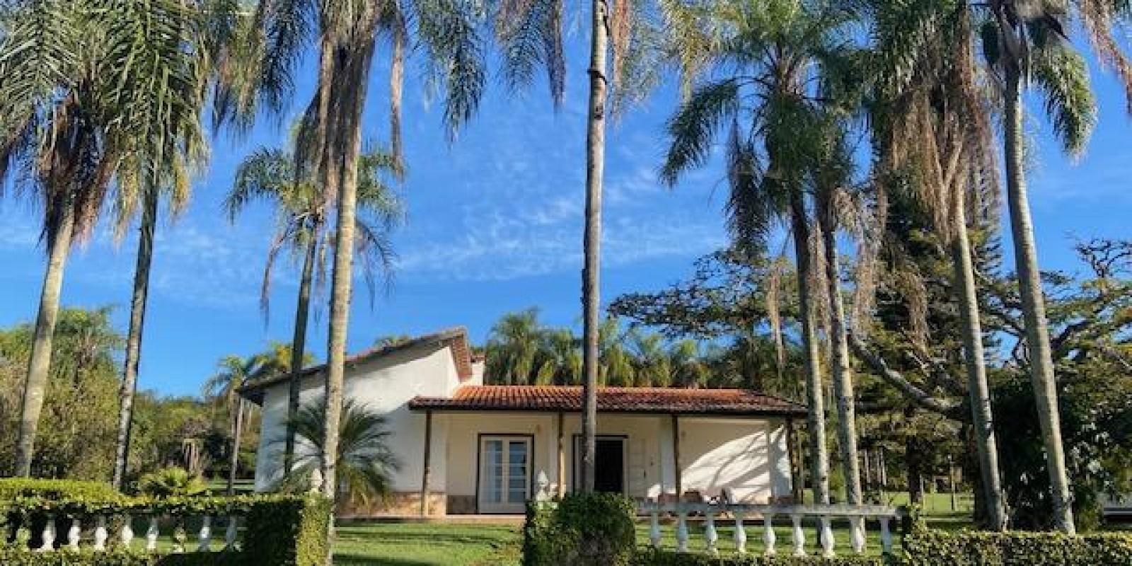 Casa Pé na Areia na Represa no Condomínio Parque Náutico em Avaré SP