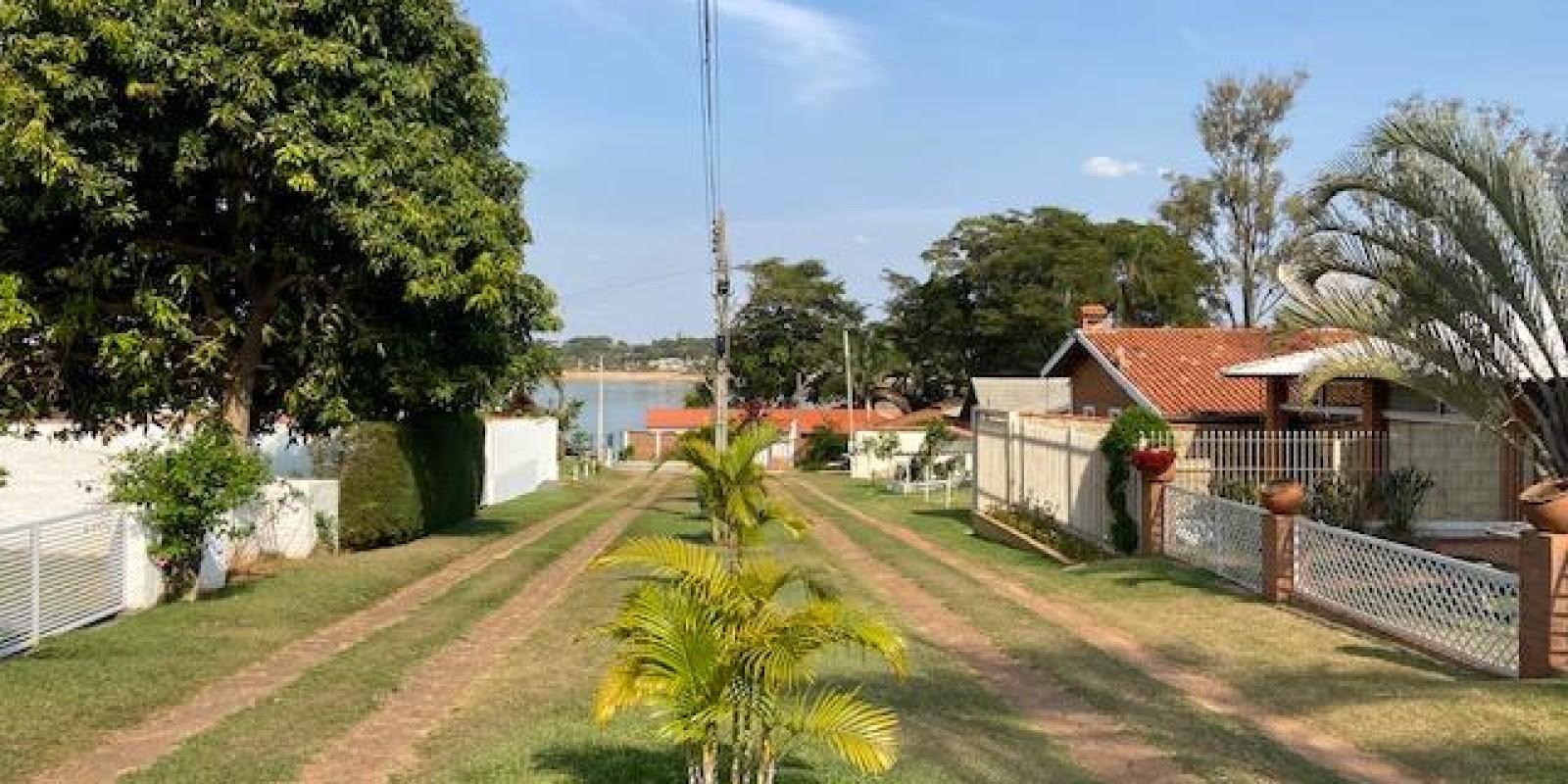 Casa na Represa no Condomínio Chale da Prainha em Avaré SP