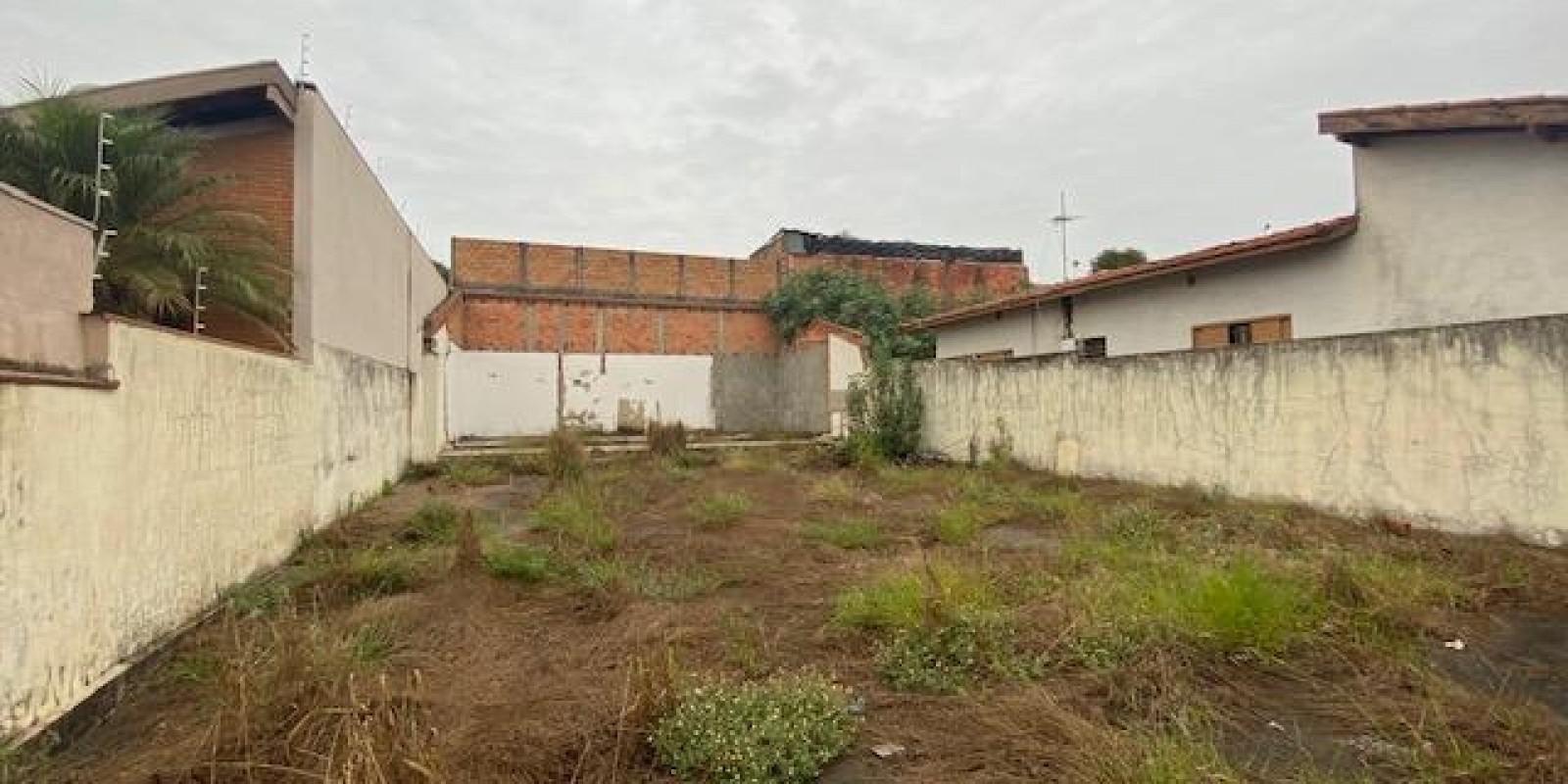 Terreno Todo Murado, com Água e Energia Elétrica no Centro de  Avaré SP