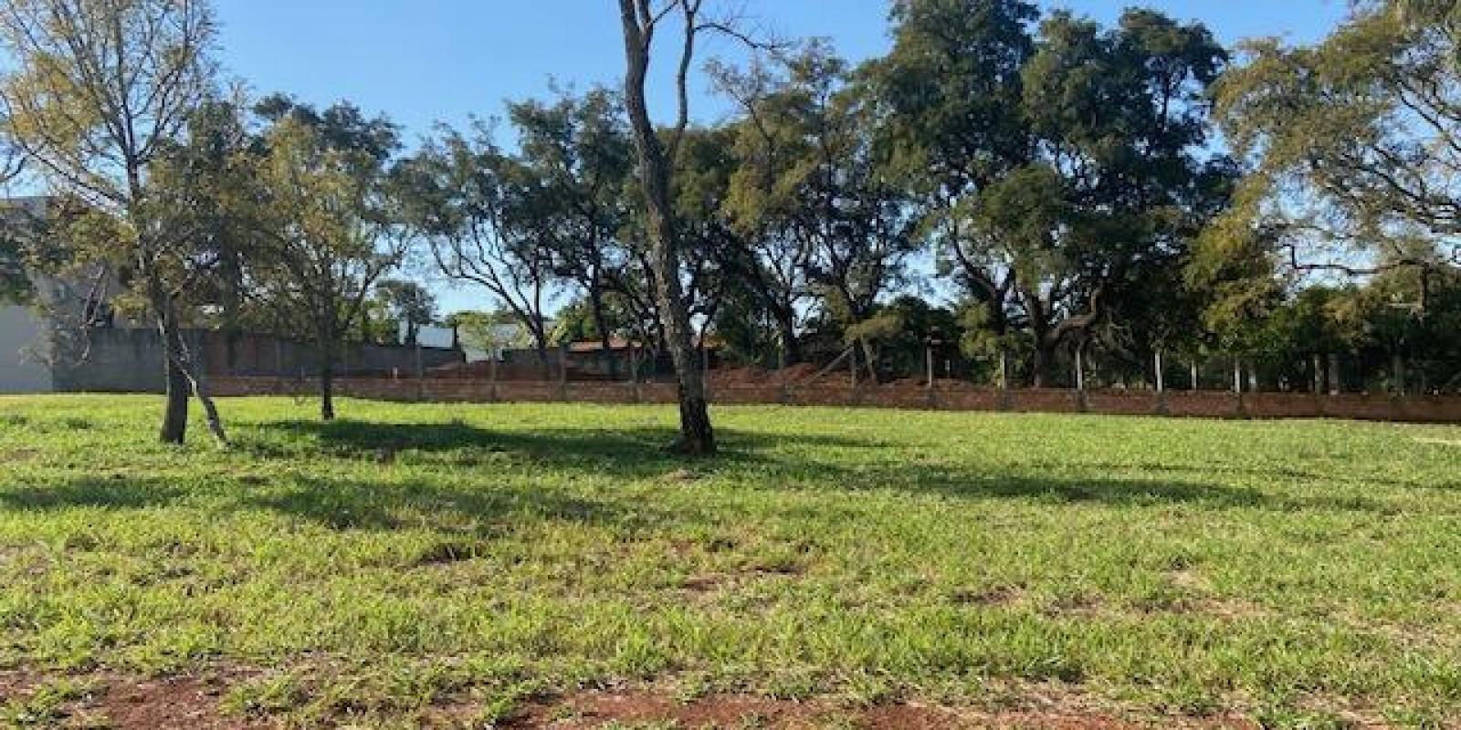 Terreno no Condomínio Estribo na Represa de Avaré SP