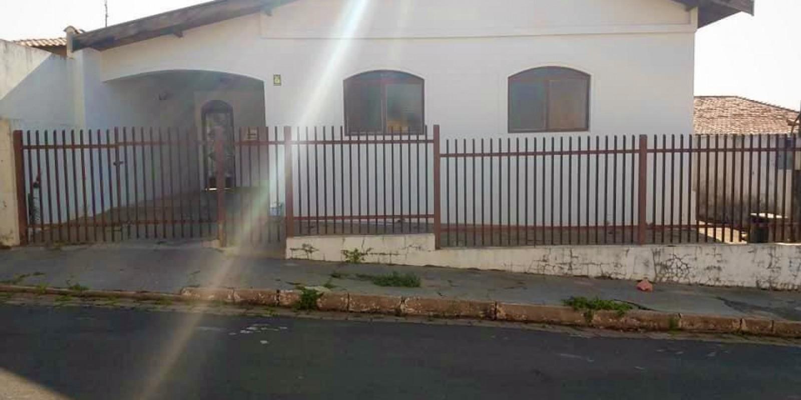 Casa a Venda em Cerqueira César - SP